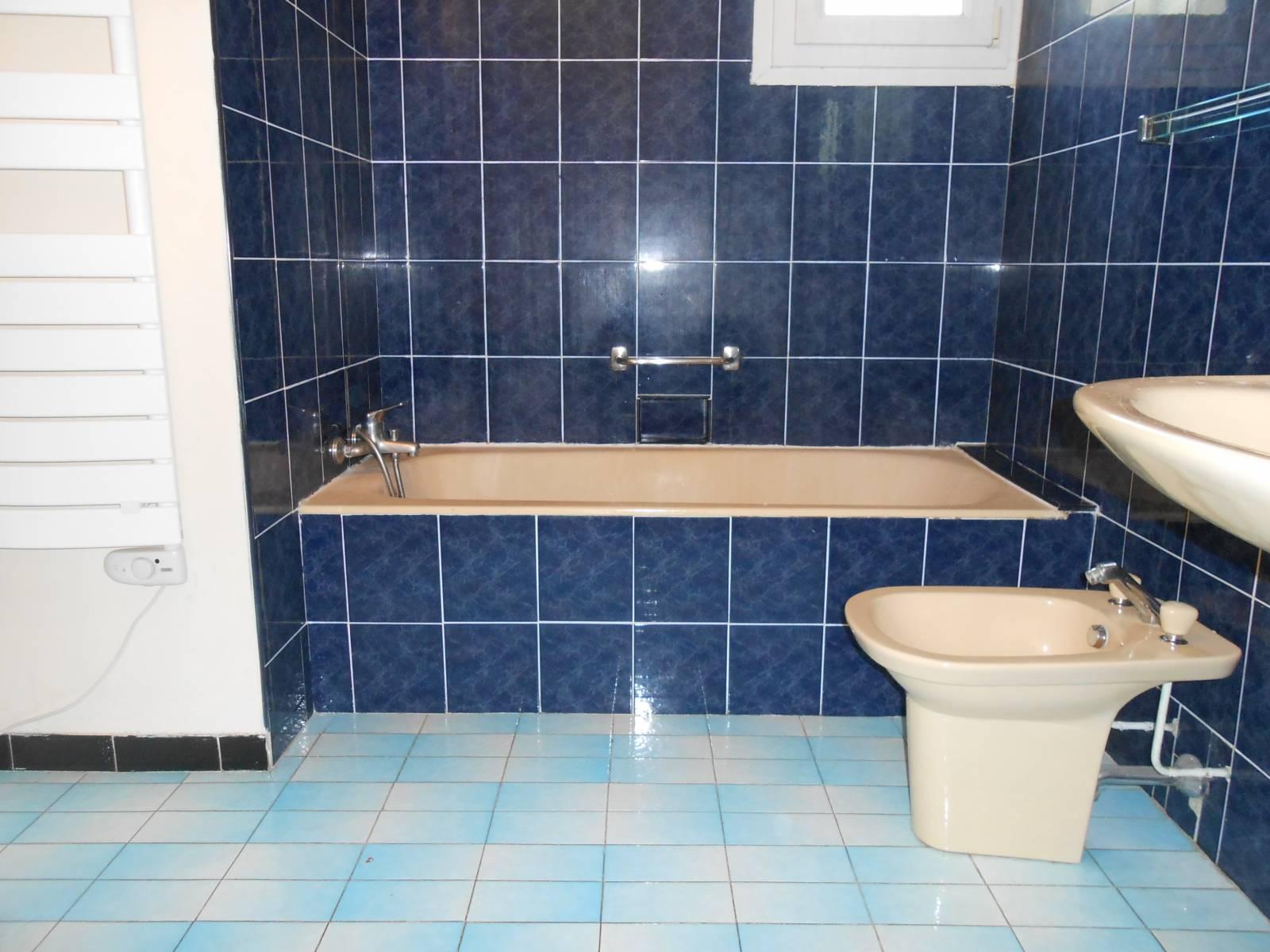 remplacement de baignoire par douche s curis e pour s nior. Black Bedroom Furniture Sets. Home Design Ideas