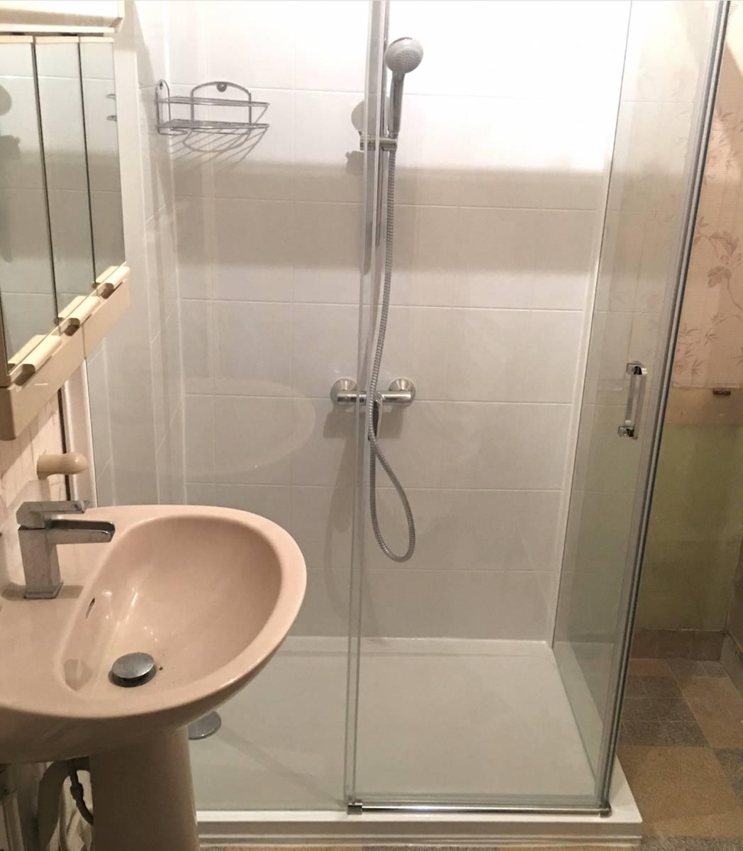 douche s curis e qui tude id ale pour remplacer votre baignoire douche modul 39 eau. Black Bedroom Furniture Sets. Home Design Ideas
