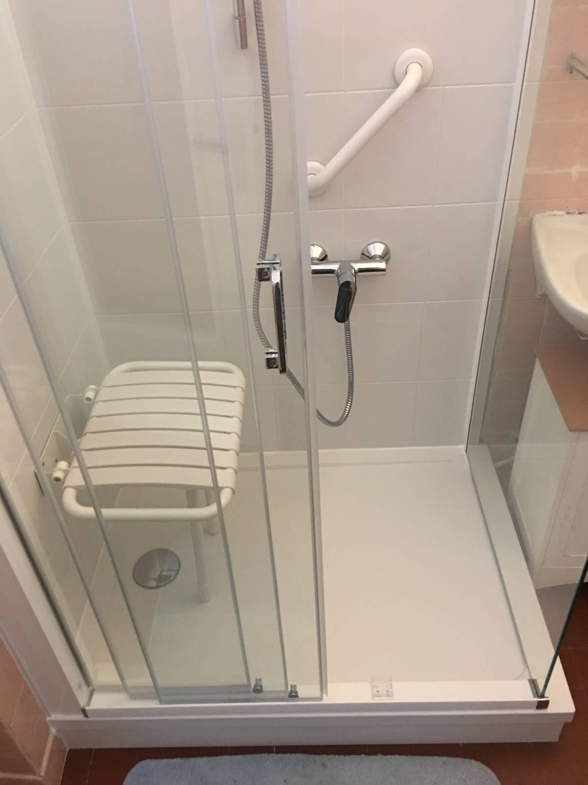 Sp cialiste remplacement baignoire par douche senior - La douche perigueux ...
