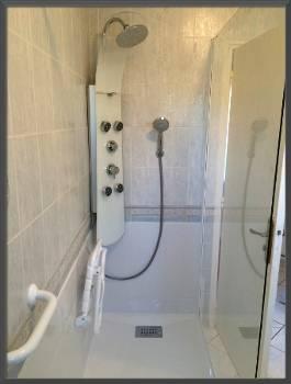sp cialiste remplacement baignoire par douche senior s curis e angers et dans tout le. Black Bedroom Furniture Sets. Home Design Ideas