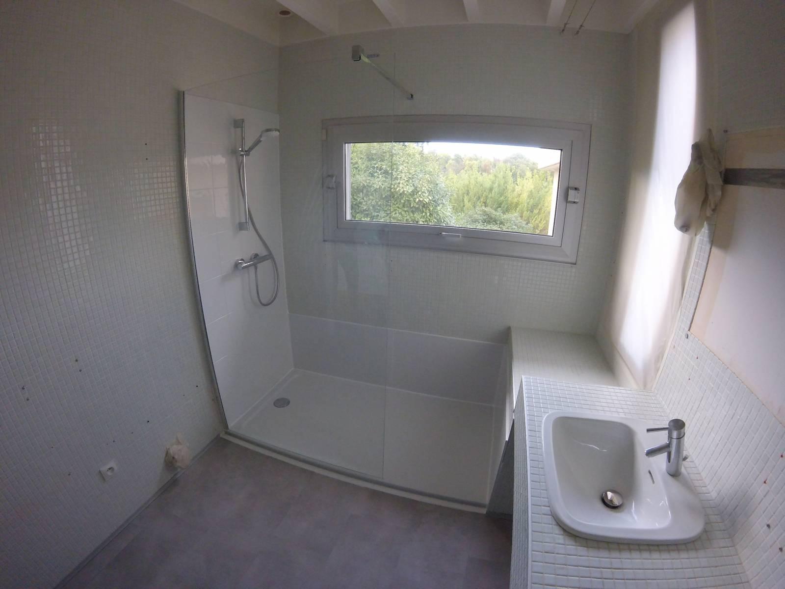 remplacement d 39 une baignoire par une douche s curis e pour. Black Bedroom Furniture Sets. Home Design Ideas