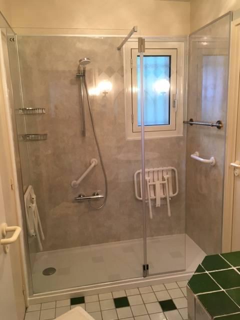 remplacement baignoire par douche s nior s curis e pas. Black Bedroom Furniture Sets. Home Design Ideas