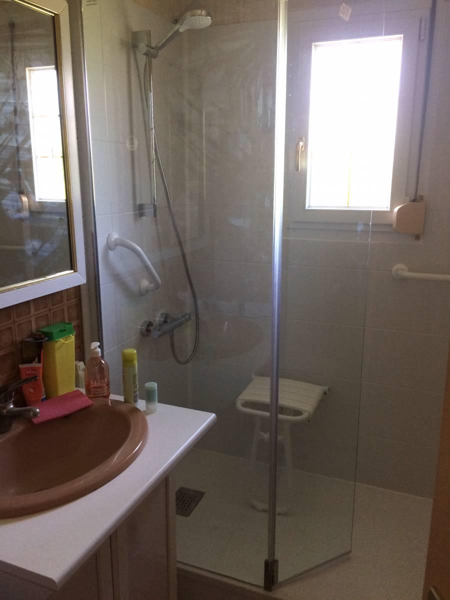 sp cialiste remplacement baignoire par douche senior s curis e dijon et dans tout le. Black Bedroom Furniture Sets. Home Design Ideas