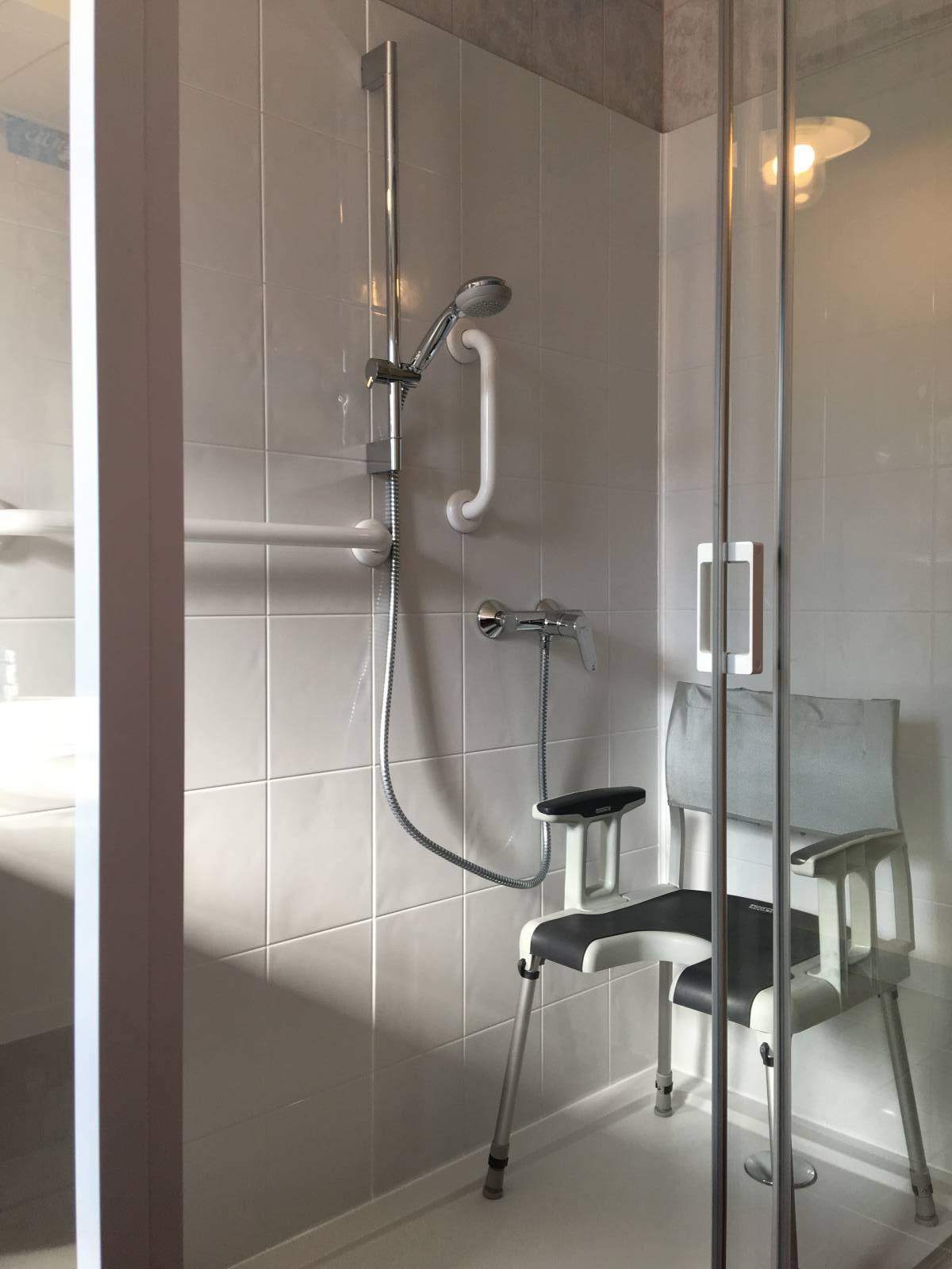 sp cialiste remplacement baignoire par douche senior s curis e rennes et dans tout le. Black Bedroom Furniture Sets. Home Design Ideas