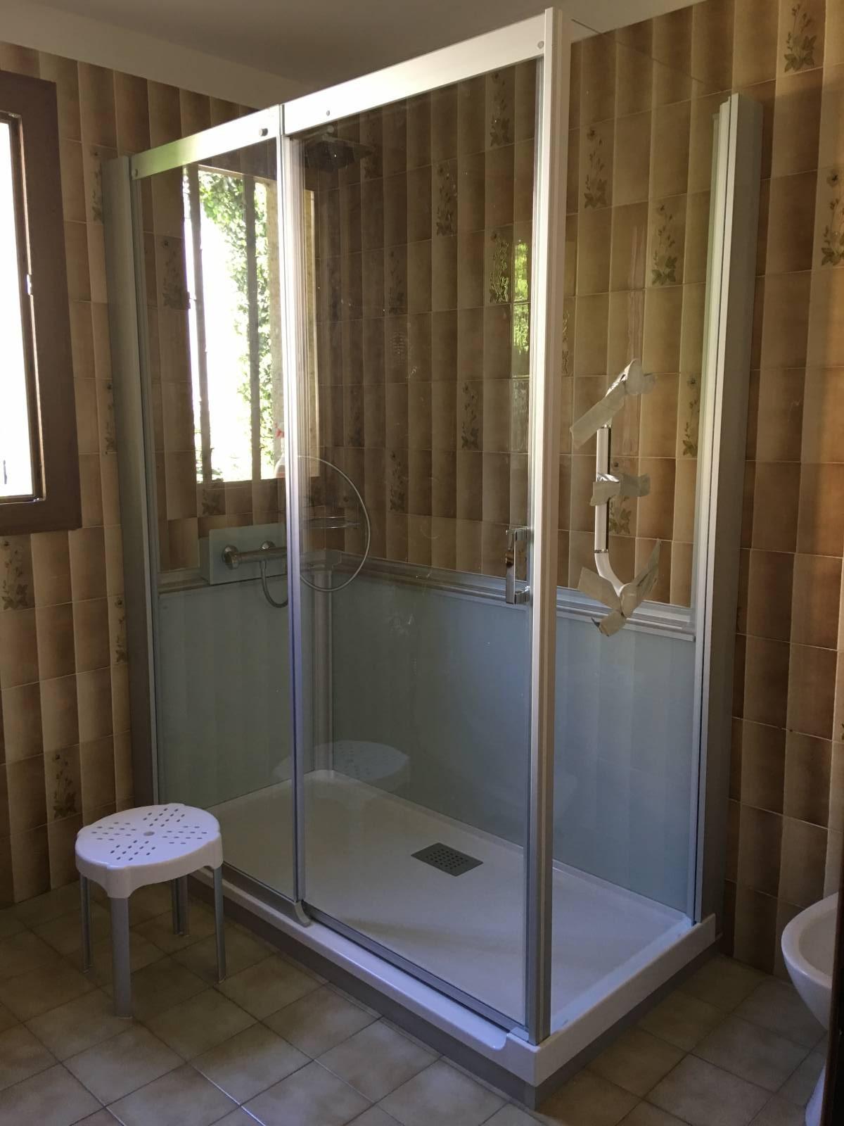 sp cialiste remplacement baignoire par douche senior s curis e cagnes su mer et dans tout le. Black Bedroom Furniture Sets. Home Design Ideas