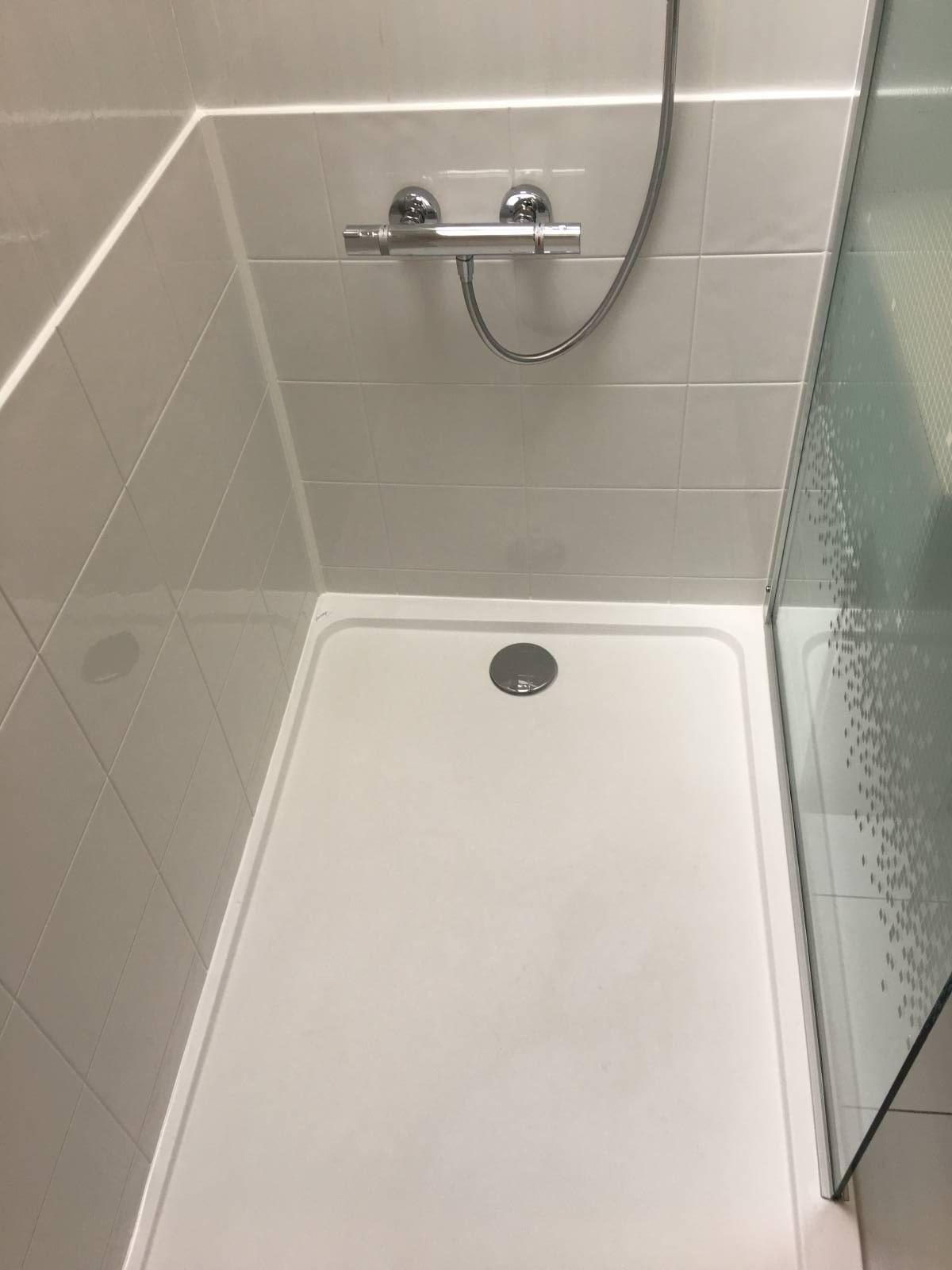 sp cialiste remplacement baignoire par douche senior s curis e chartres et dans tout le. Black Bedroom Furniture Sets. Home Design Ideas