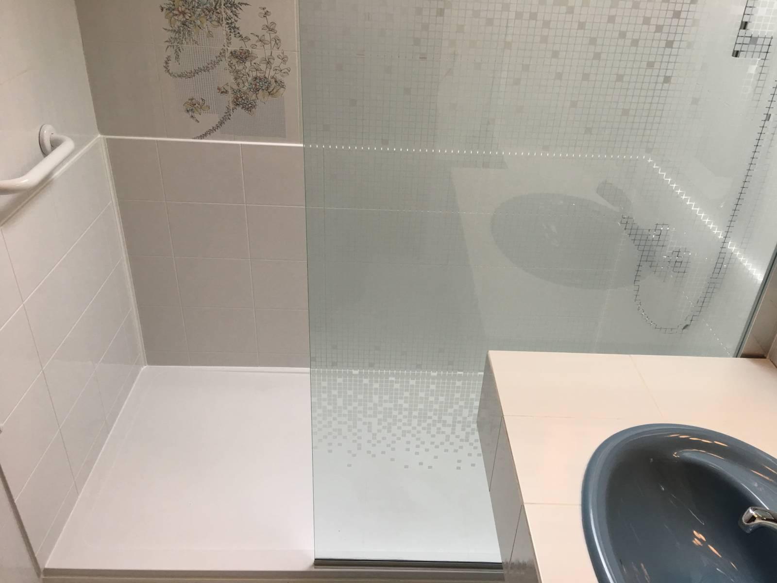 sp cialiste remplacement baignoire par douche senior s curis e quimper et dans tout le. Black Bedroom Furniture Sets. Home Design Ideas