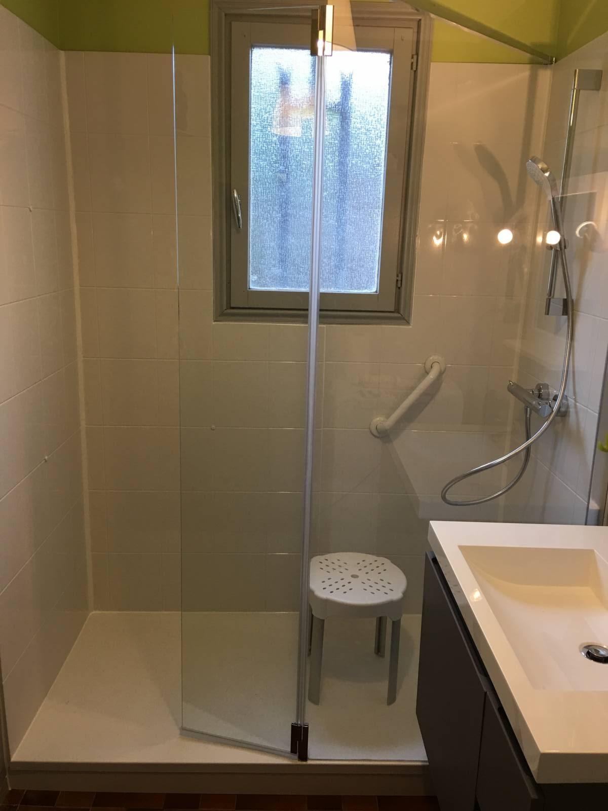 sp cialiste remplacement baignoire par douche senior s curis e six fours les plages et dans. Black Bedroom Furniture Sets. Home Design Ideas