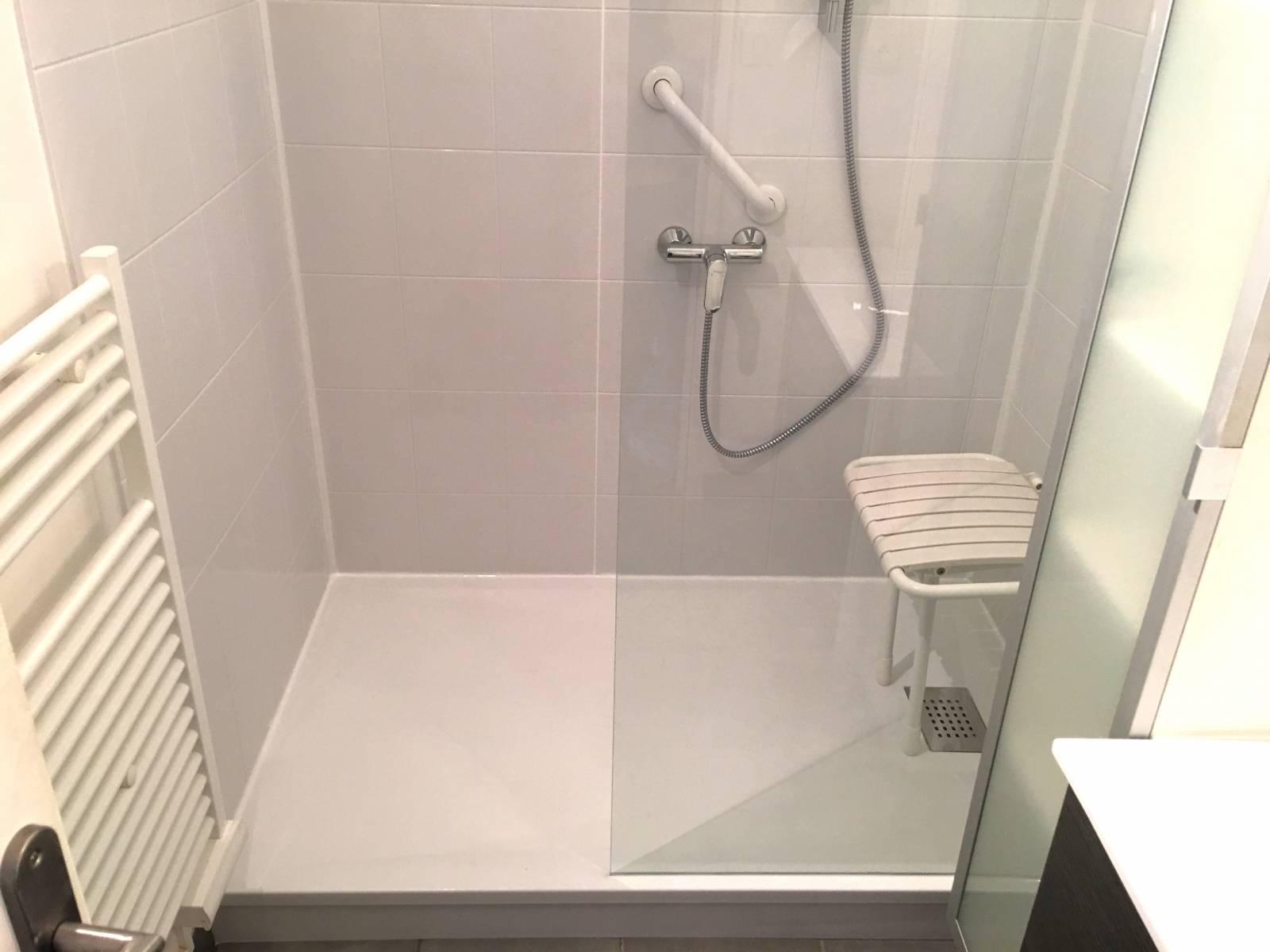 douche s curis e primo la douche id ale pour s nior douche modul 39 eau. Black Bedroom Furniture Sets. Home Design Ideas