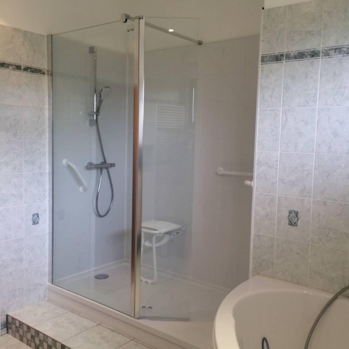 sp cialiste remplacement baignoire par douche senior s curis e charleville m zi res et dans. Black Bedroom Furniture Sets. Home Design Ideas