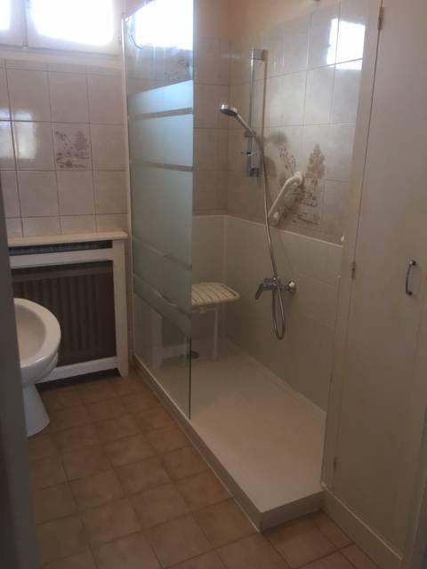 Remplacement d 39 une baignoire par douche s curis e pour - Remplacement d une baignoire par une douche ...